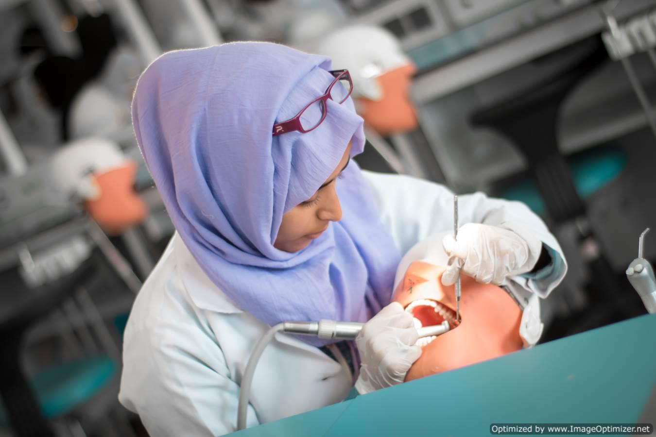 بكالوريوس طب وجراحة الفم والاسنان