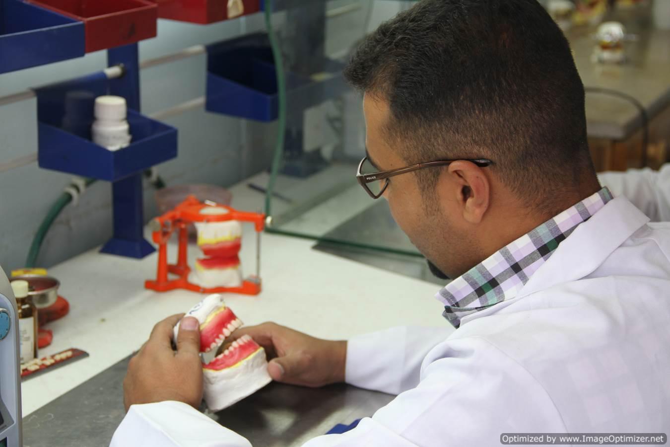 برنامج دبلوم تكنولوجيا الأسنان