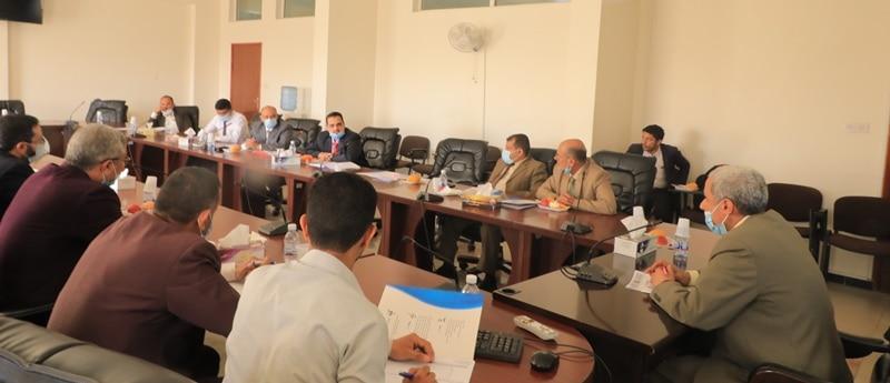 مجلس فروع الجامعة يناقش عدداً من القضايا الاكاديمية والإدارية بفروع تعز والحديدة وإب
