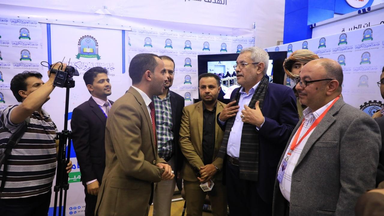 وزير-التعليم-العالي-يزور-جناح-جامعة-العلوم-في-معرض-ميدكس-بصنعا